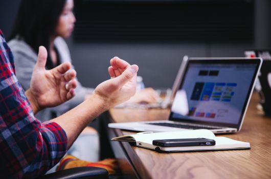 Home-Office vs. Büro_Meeting