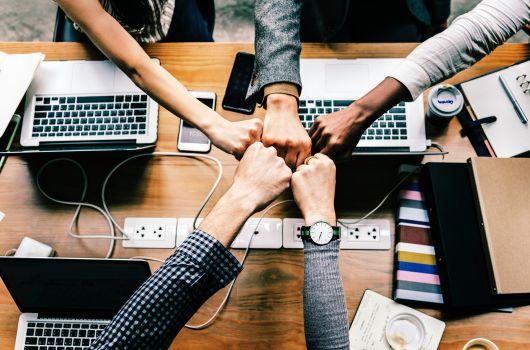 Home-Office vs. Büro_Teamwork
