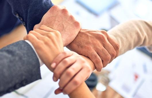 Teamwork, 5 Tipps für Teamwork, Accenon, Hands